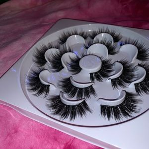 Other - booklet of 7 pairs of lashes